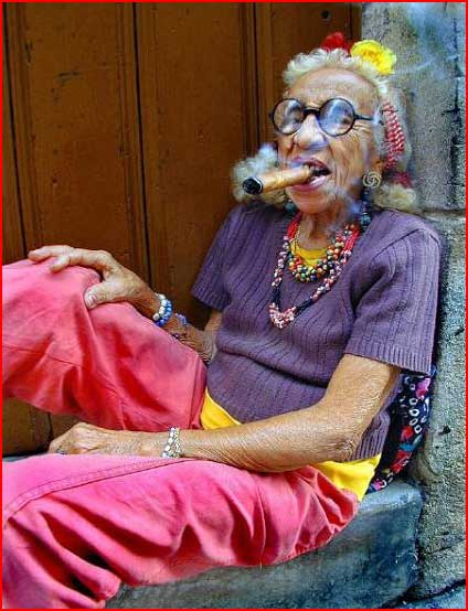 Бабулька закурила  (гей блюсик 1)