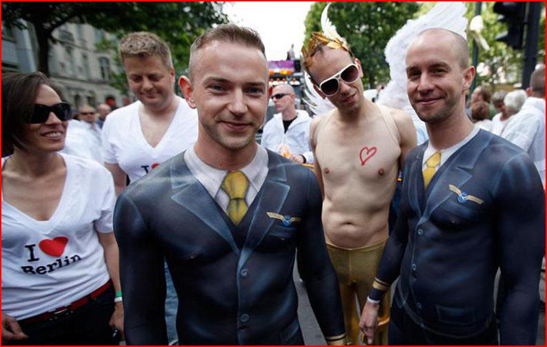 А парни-то голые!  (гей блюсик 10108)