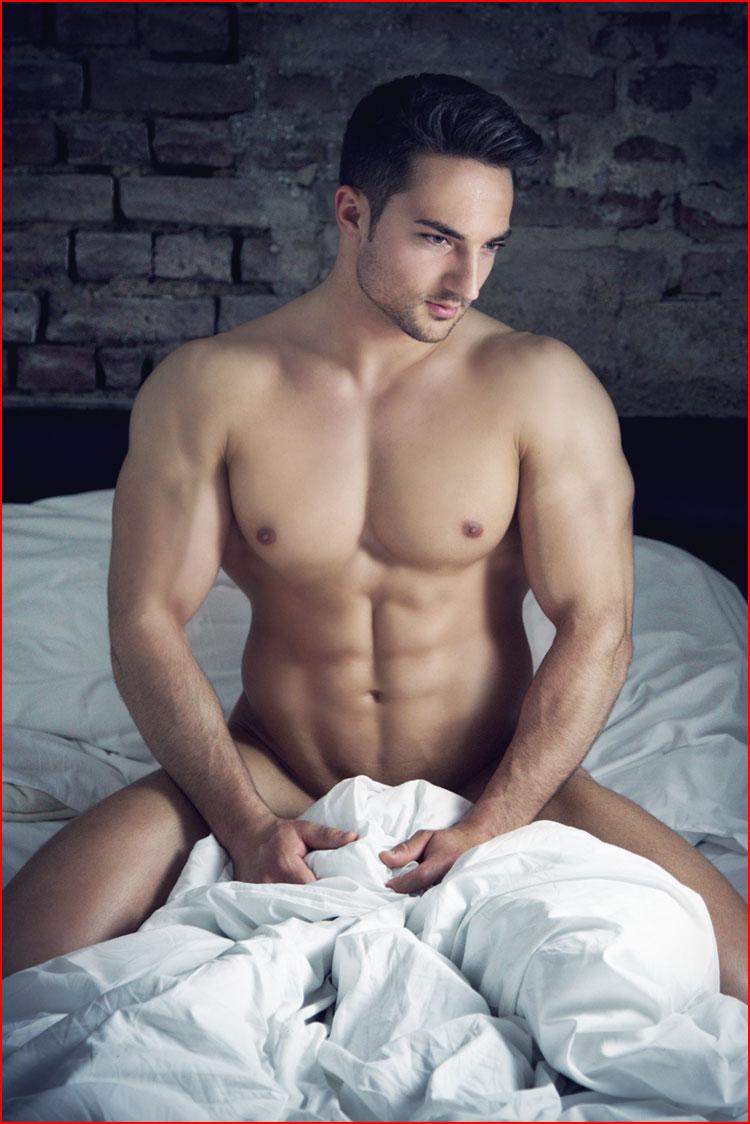 Кто ко мне в постельку?  (гей блюсик 10758)