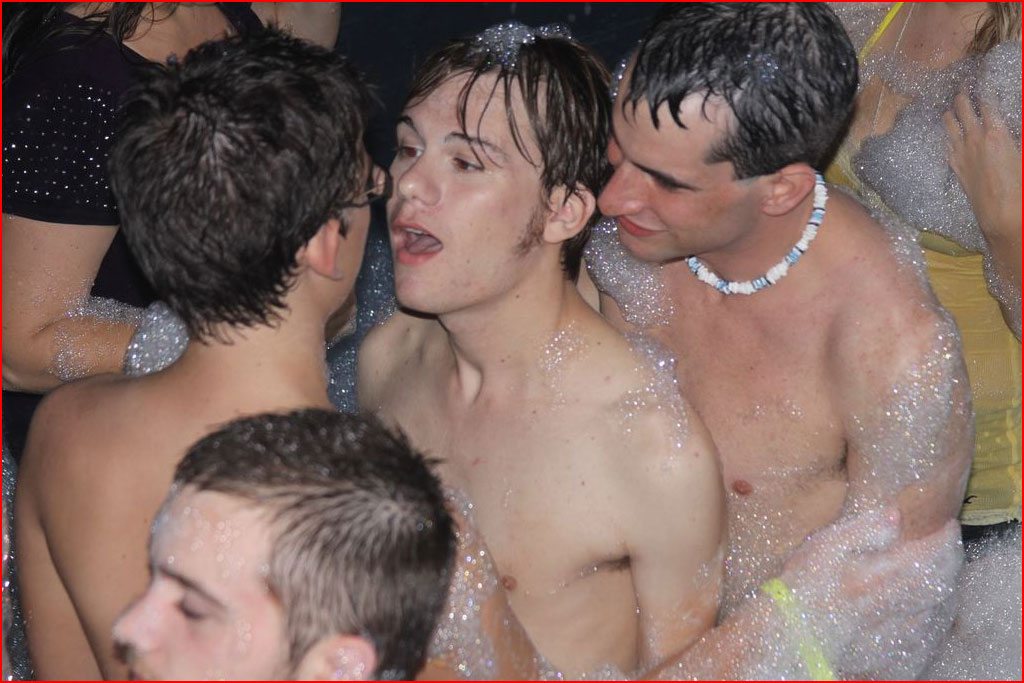 Смотреть пенная секс вечеринка