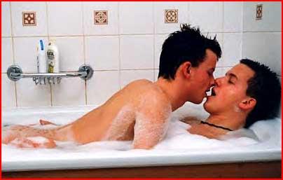 Страстный с поцеплуями секс геев