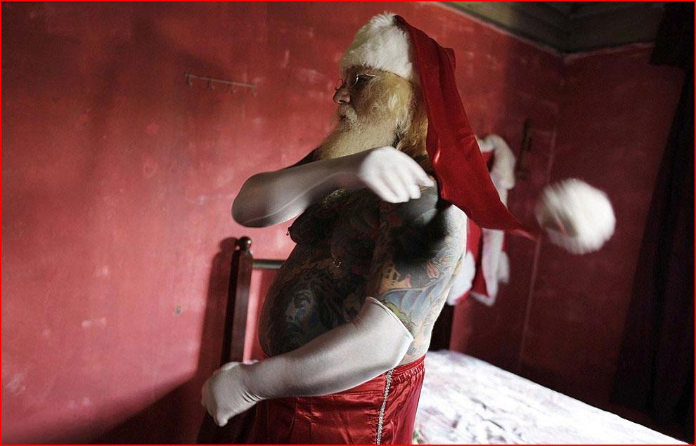 Самый татуированный Санта Клаус  (гей блюсик 11477)