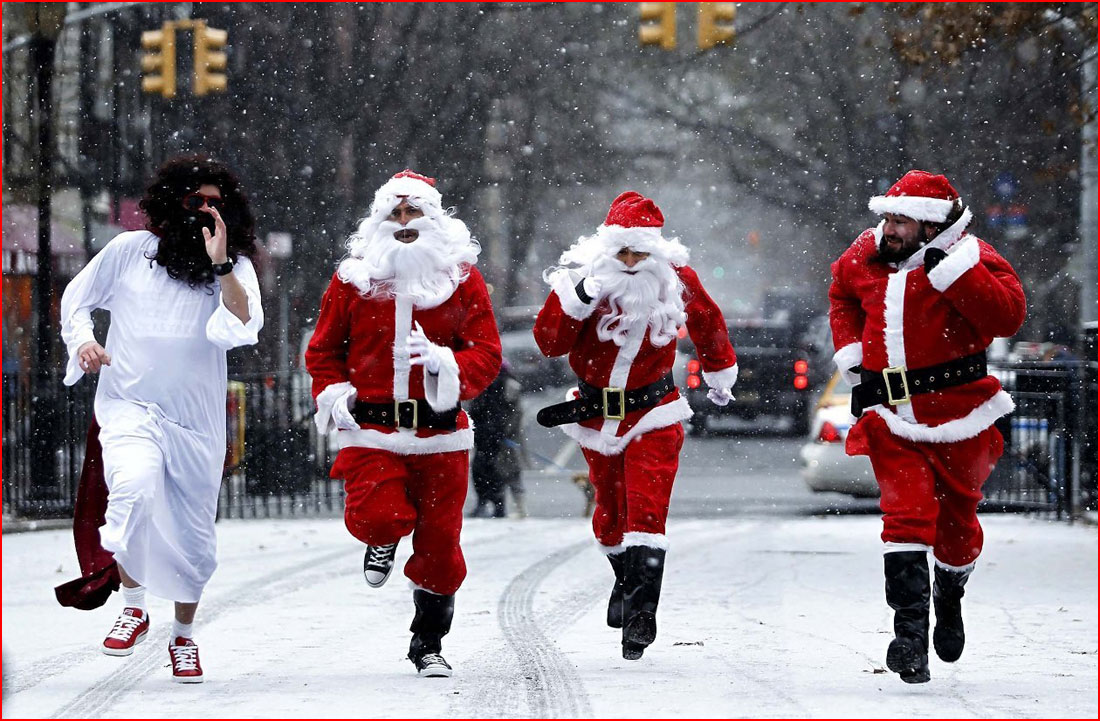 Спешат на праздник Санта-Клаусы  (гей блюсик 11497)