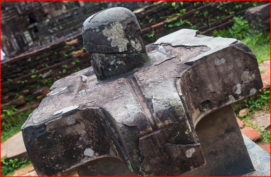 Поклонение каменному фаллосу  (гей блюсик 11587)
