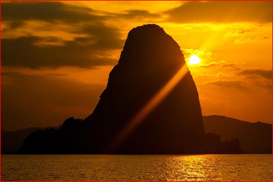 Остров Джеймса Бонда  (гей блюсик 12471)