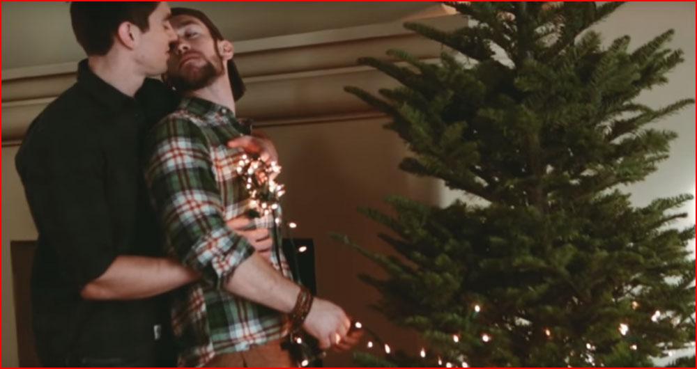 Новогодняя песнь о любви (видео)  (гей блюсик 13000)
