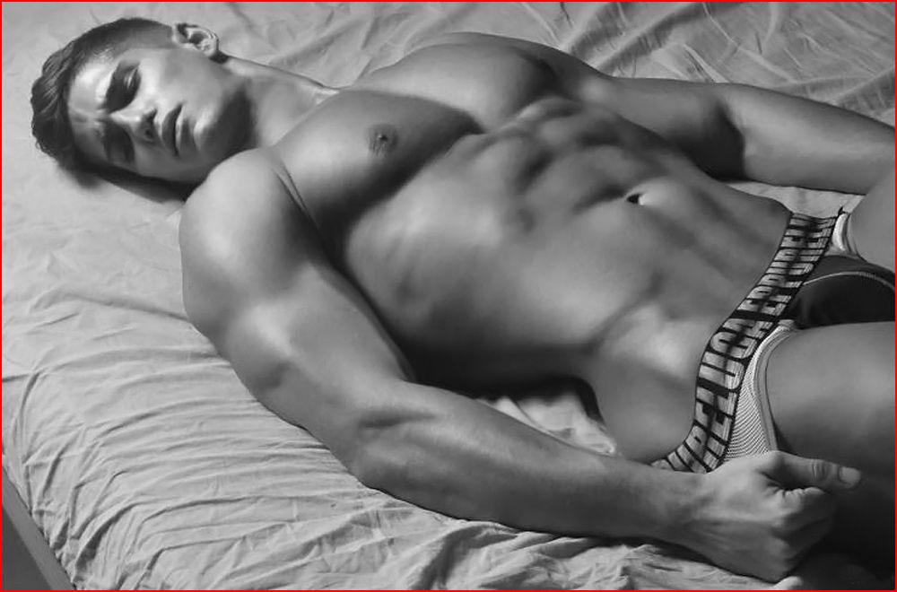 Один в постели  (гей блюсик 13342)