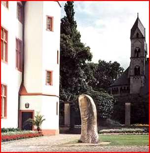 Забавные памятники  (гей блюсик 1355)