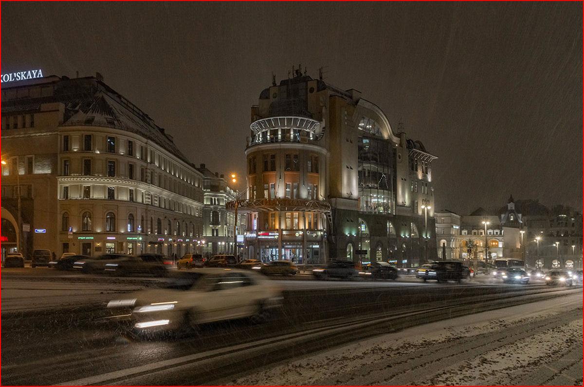 Заснежено-вечерняя Москва