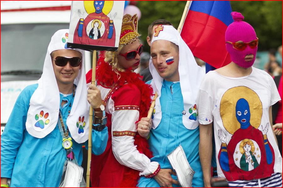 Русские на гей парадах  (гей блюсик 14474)