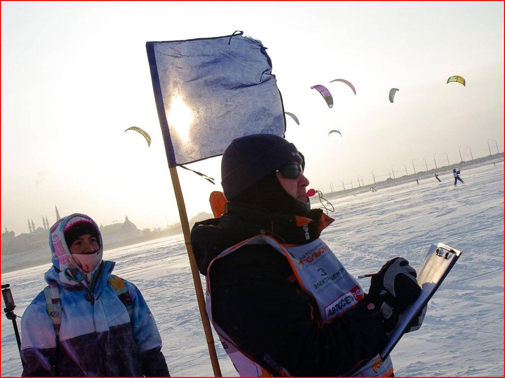 Удивительное зрелище в Казани: сноукайтинг  (гей блюсик 14487)