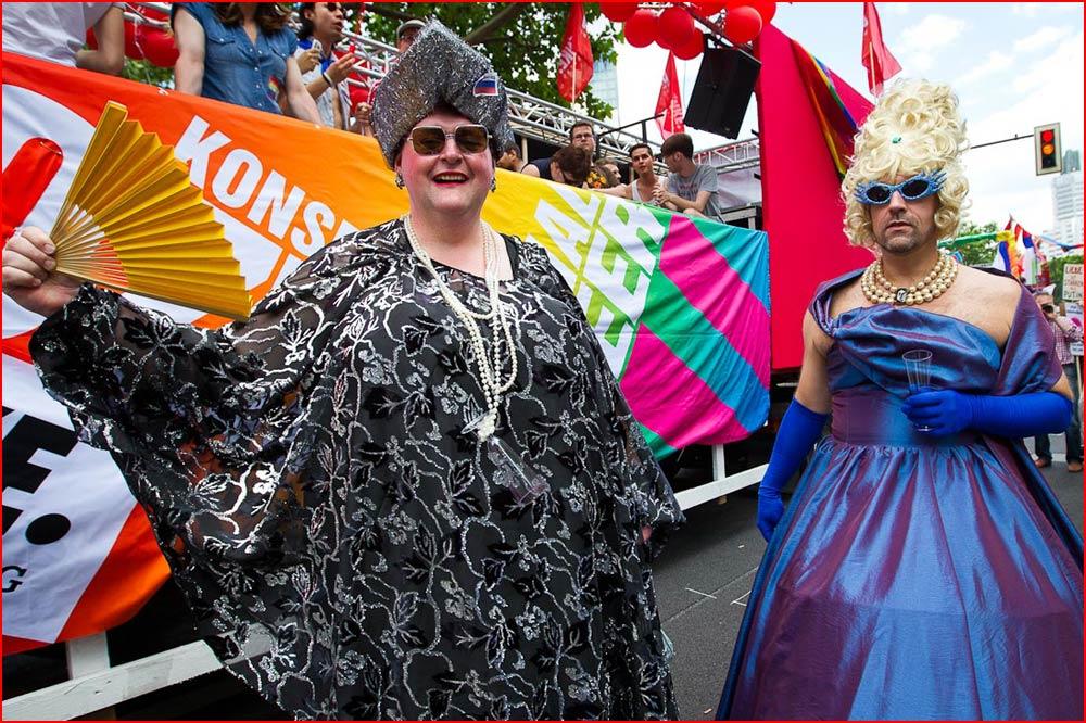 Яркие краски гей парадов