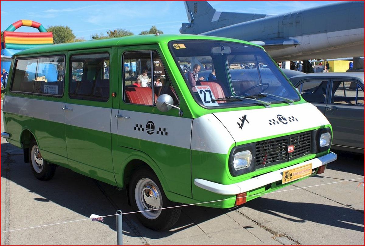 Выставка старинных автомобилей в Киеве  (гей блюсик 14663)