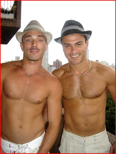 leonardo gay singles Leonardo dicaprio gay  i herd that he was gay & had hard time doing titanic is this true or false every body sais wentworth miller is gay but then said it wasent true.