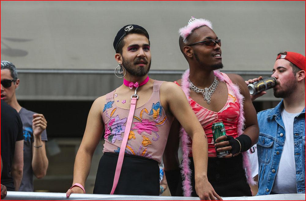 Гей-парад в Париже