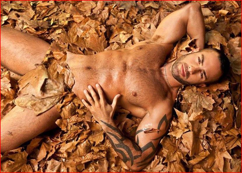В осенней листве  (гей блюсик 15582)