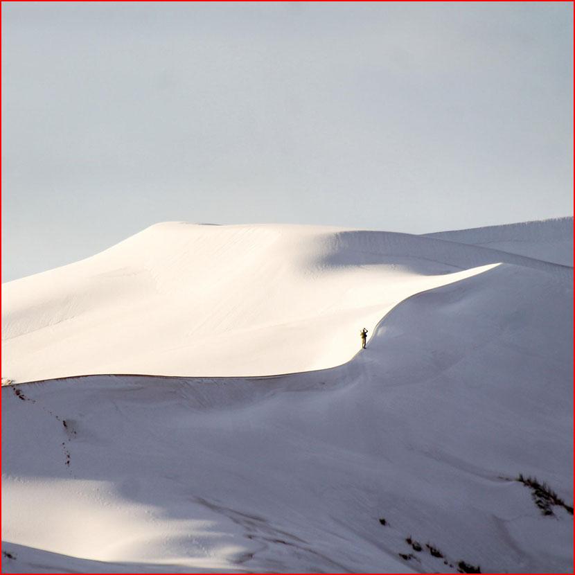 В пустыне Сахара выпал снег  (гей блюсик 15963)