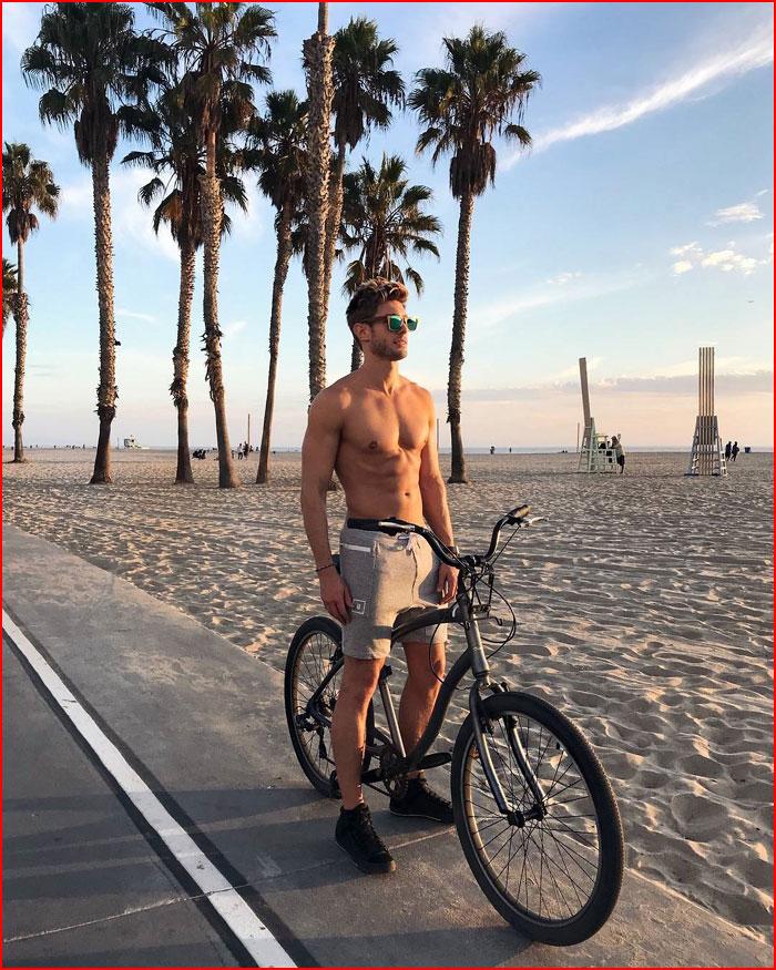 Модель и звезда Instagram Джефф Кассер  (гей блюсик 16003)