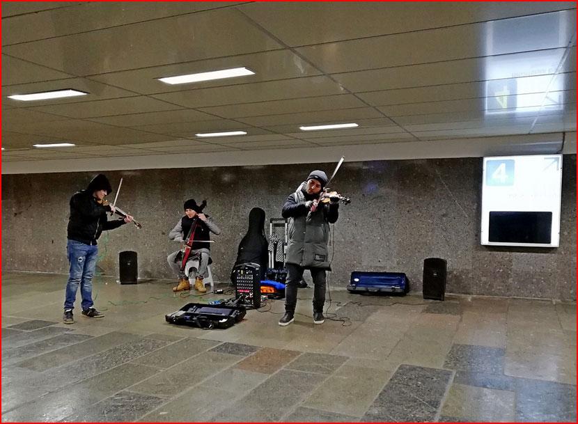 Уличные музыканты (2 видео) +  (гей блюсик 16148)