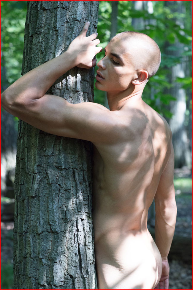 Голышом в лесу  (гей блюсик 16206)