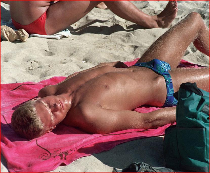 Лето, пляж и парни...  (гей блюсик 16251)