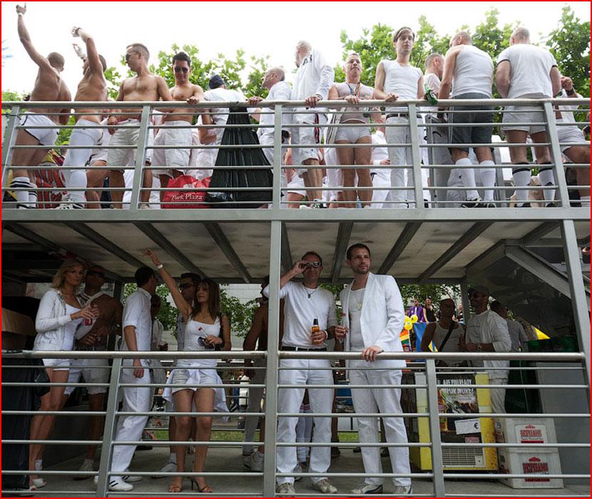 Берлинский гей-парад  (гей блюсик 16335)