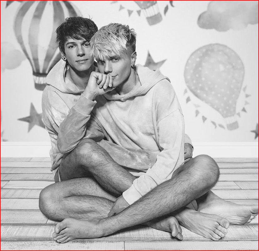 Счастливые парни  (гей блюсик 16685)