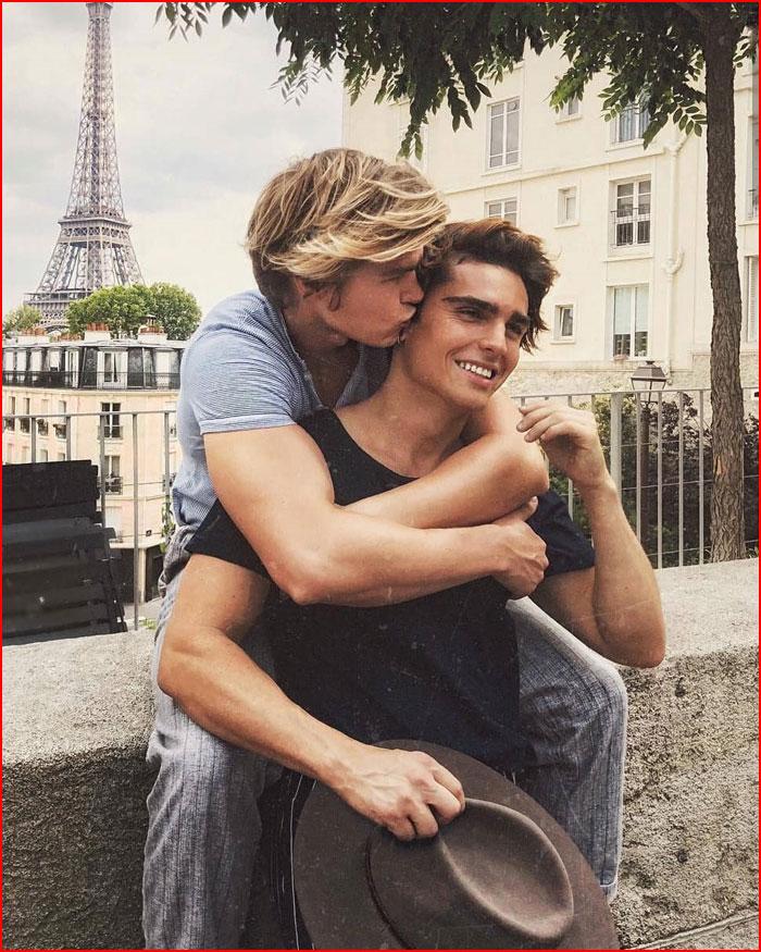 Влюблённые в Париже  (гей блюсик 17501)