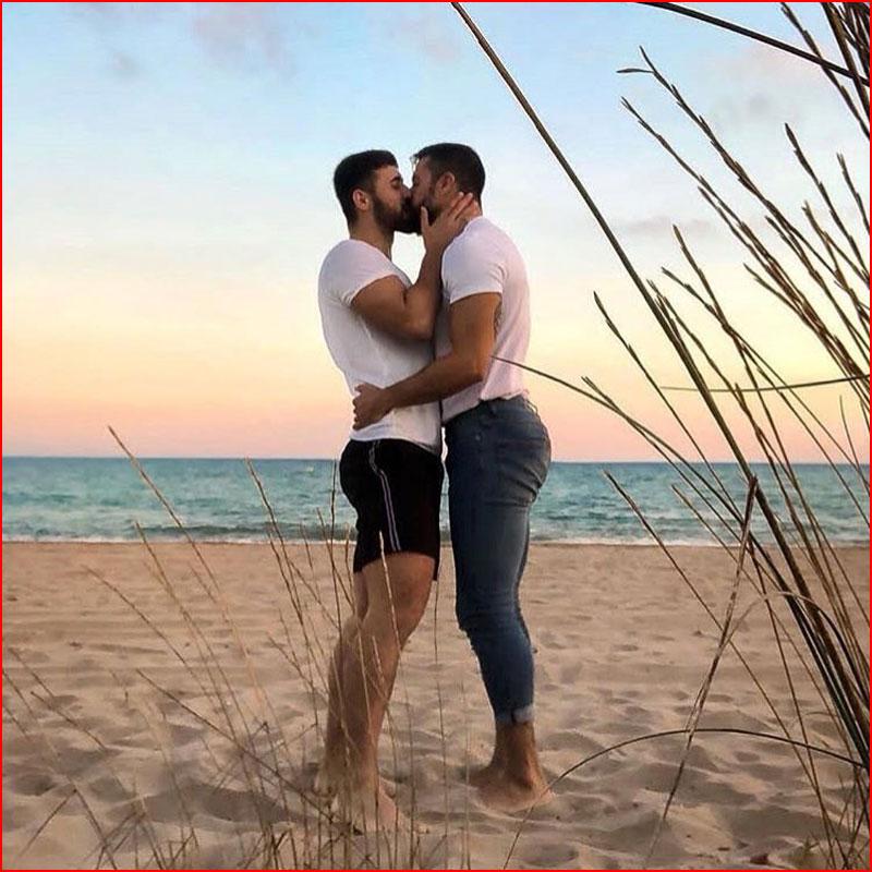 Влюблённые на пляже  (гей блюсик 17509)