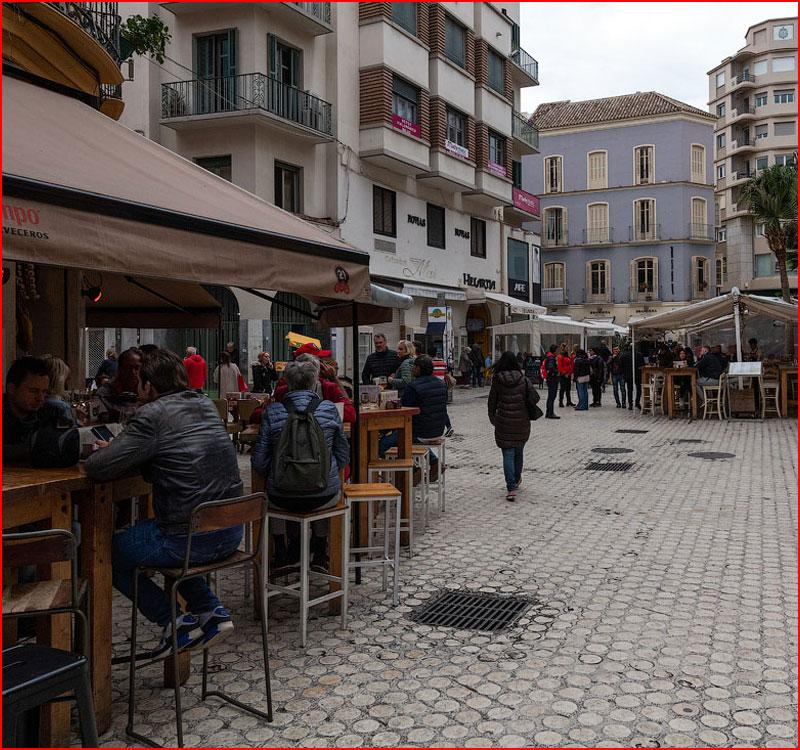 Прогулка по родному городу Пикассо и Бандераса  (гей блюсик 17643)