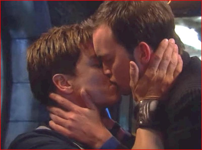 Jack & Ianto (видео)  (гей блюсик 17656)