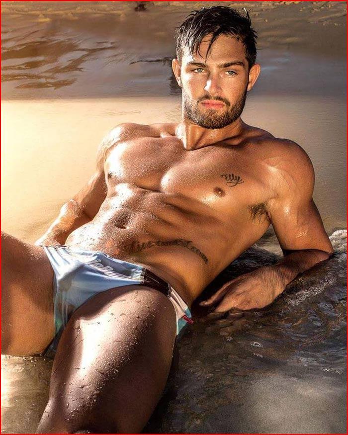 Красавчик на пляже  (гей блюсик 17662)
