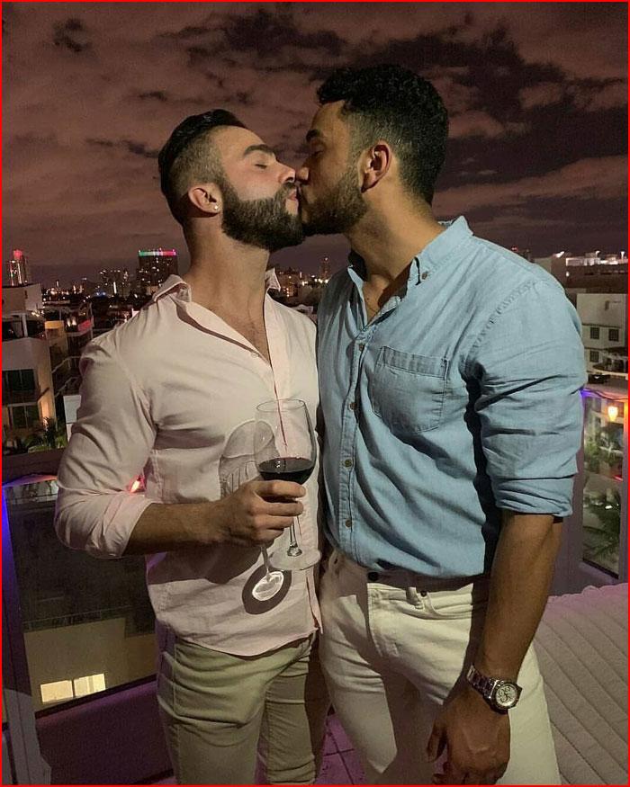 Сладкий поцелуй под сладкое вино  (гей блюсик 17776)