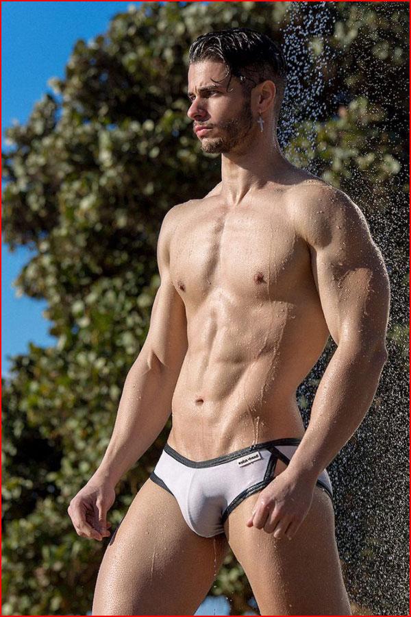 В жаркий день  (гей блюсик 17806)
