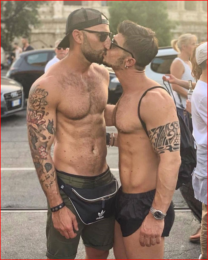Поцелуев день  (гей блюсик 18127)