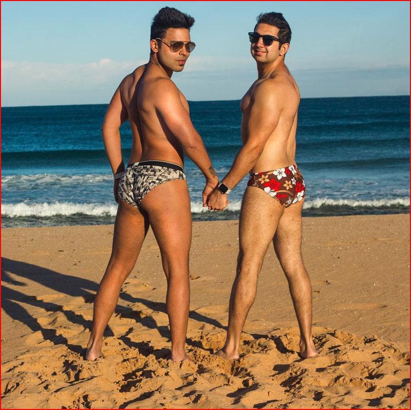 Двое на морском песочке  (гей блюсик 18145)