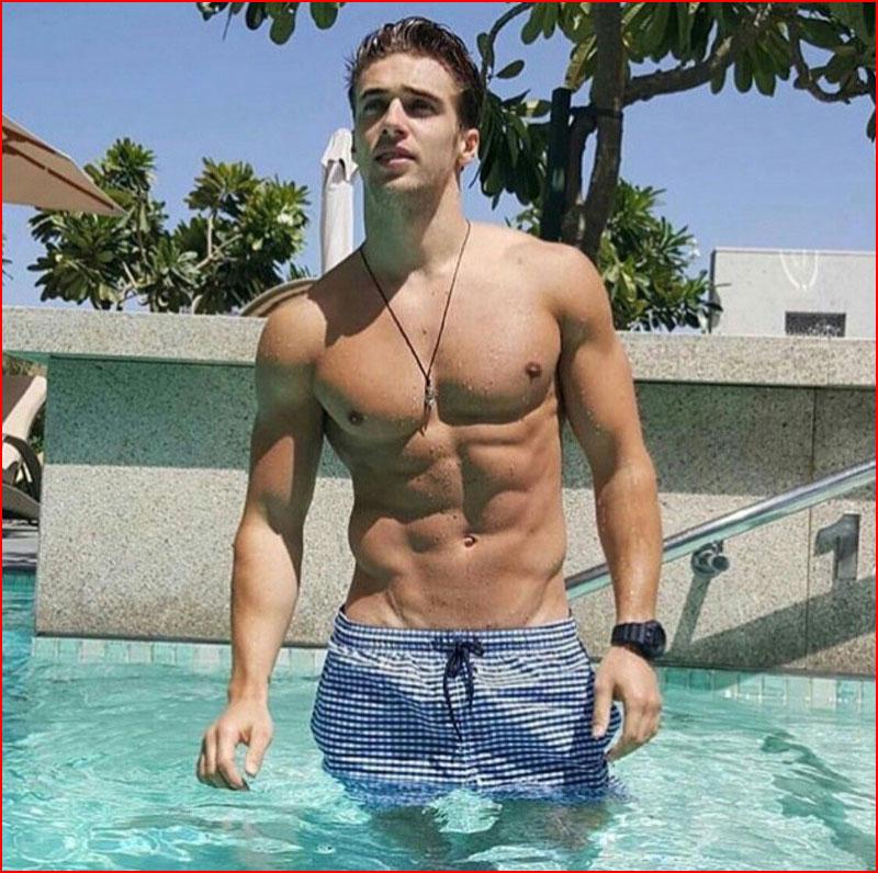 В бассейне  (гей блюсик 18338)