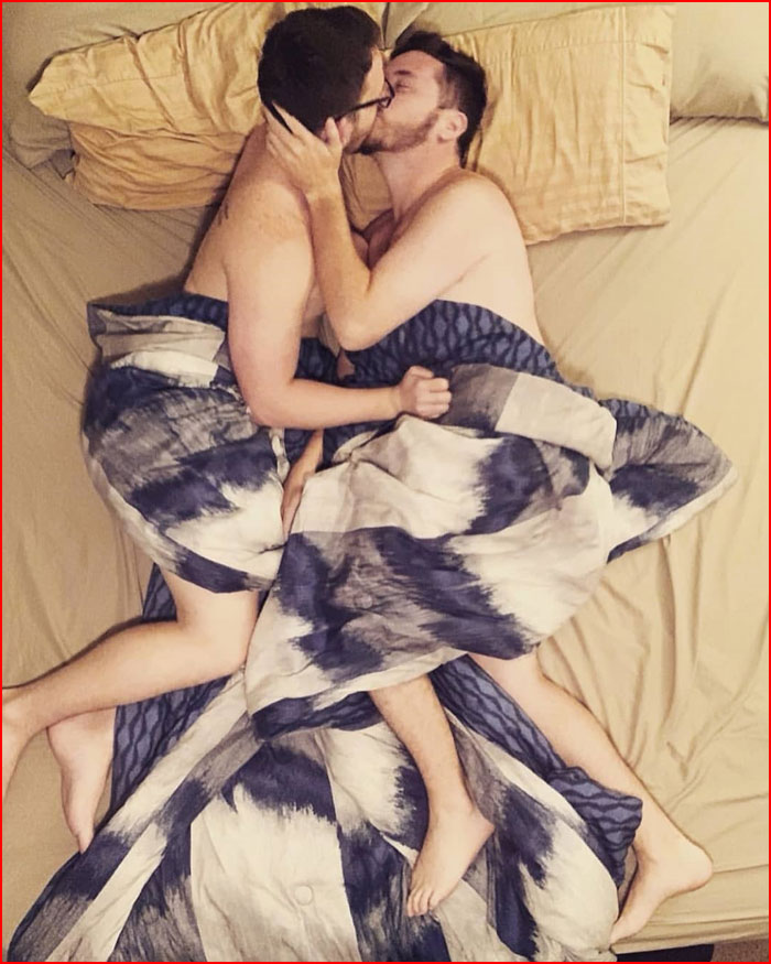 Двое в постели  (гей блюсик 18430)