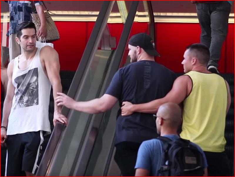 Розыгрыш на эскалаторе (видео)  (гей блюсик 18468)