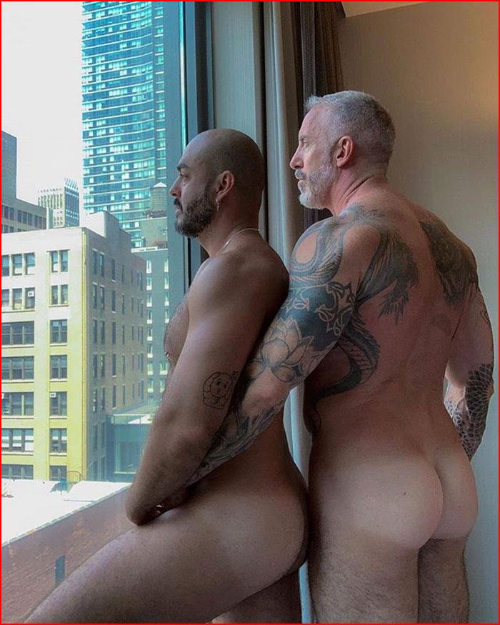 Кто там ходит за окном?  (гей блюсик 18493)