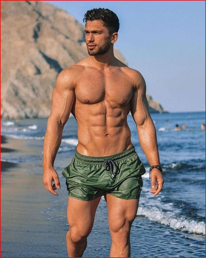 Красавчик на пляже  (гей блюсик 19338)