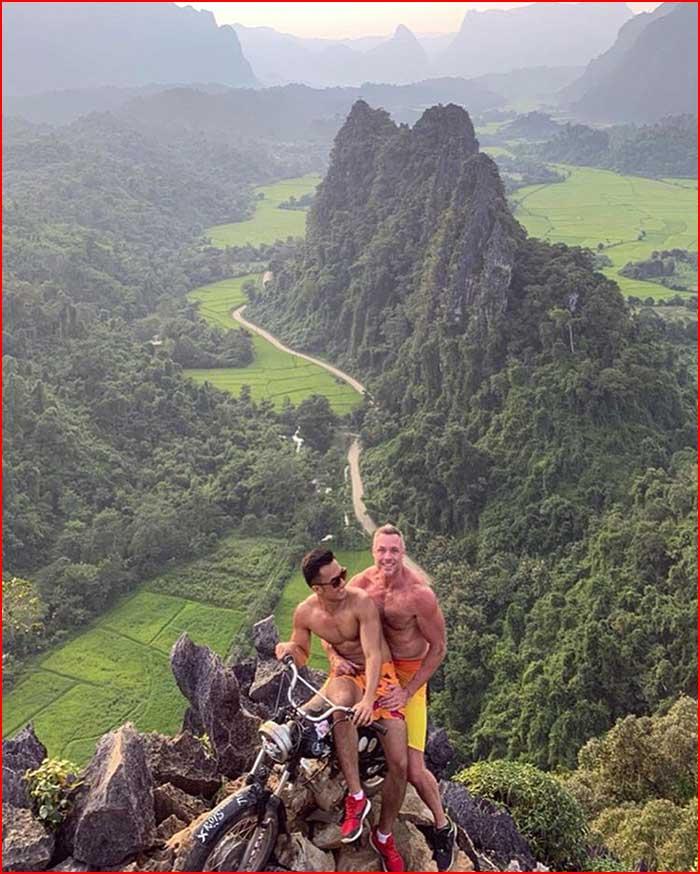 Из жизни путешественников  (гей блюсик 19835)