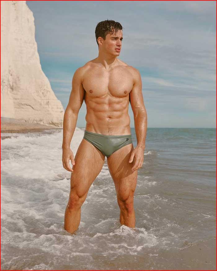 Средь волн морских  (гей блюсик 19842)