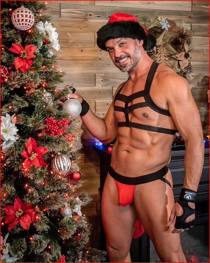 Парад Санта-Клаусов  (гей блюсик 20303)