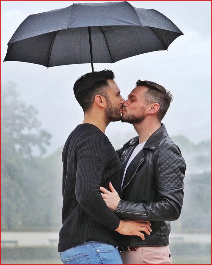 Двое под зонтом  (гей блюсик 20415)