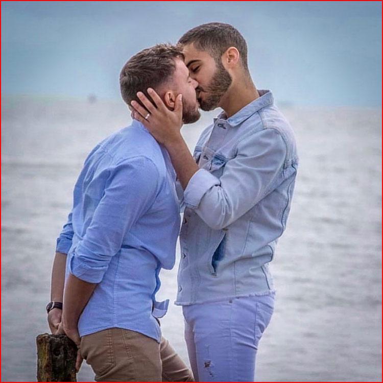 Двое у моря  (гей блюсик 21247)