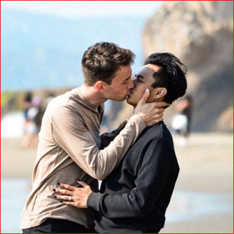Желание целовать  (гей блюсик 21303)