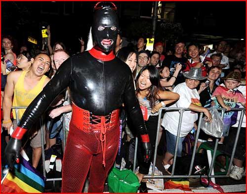 Гей-парад на улицах Сиднея  (гей блюсик 3071)