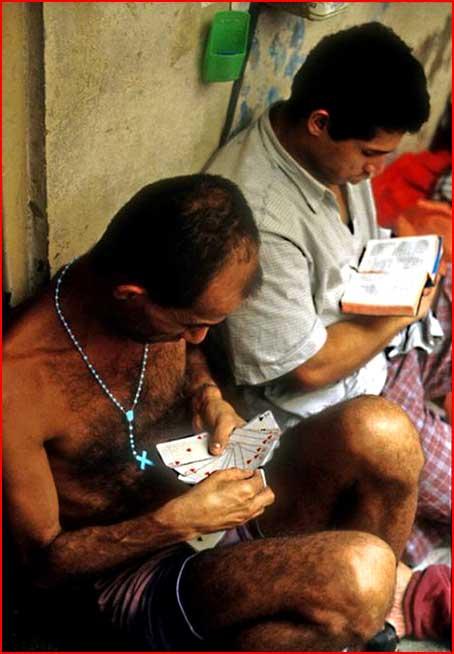 Две тюрьмы: бразильская  и норвежская  (гей блюсик 3339)