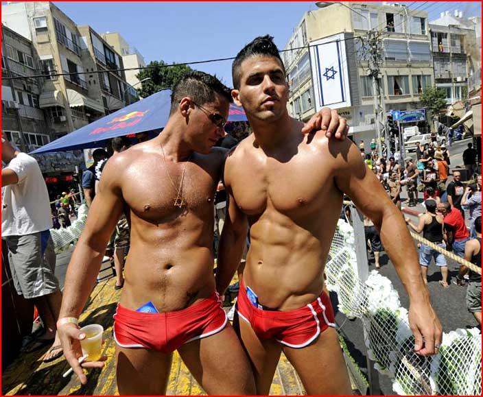 Жаркие парни на параде  (гей блюсик 5600)
